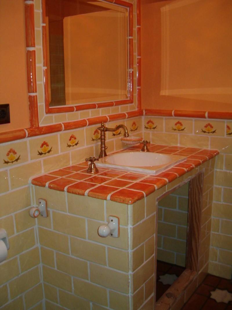 Ba os de azulejos pintados for Azulejos banos rusticos fotos